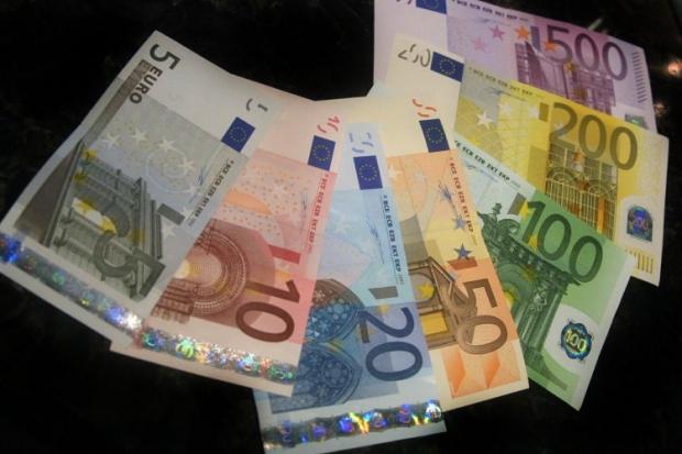 Курс евро к доллару растет