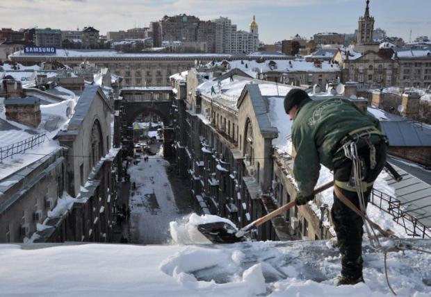 За сутки с улиц Киева вывезли 1212 тонн снега