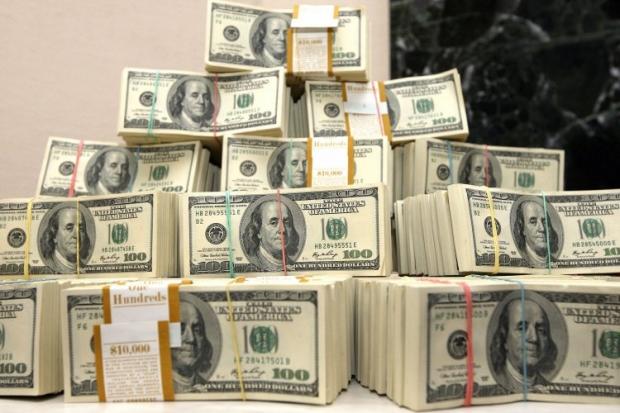 Сумма продажи долларов на межбанке за день выросла в 5,4 раза