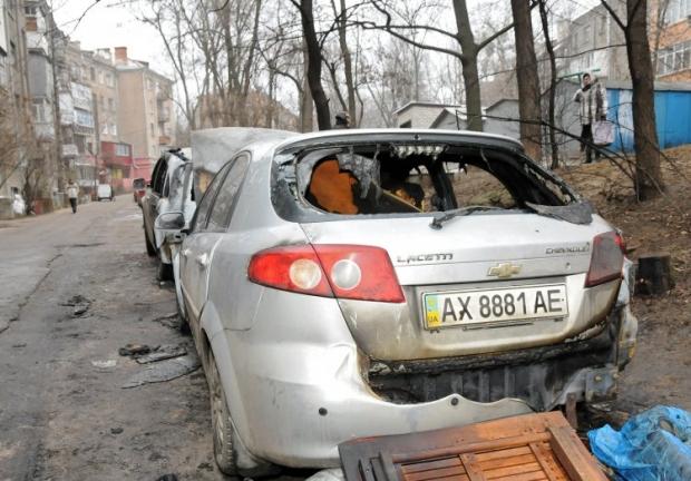 На фото - сгоревший автомобиль активиста из Харькова