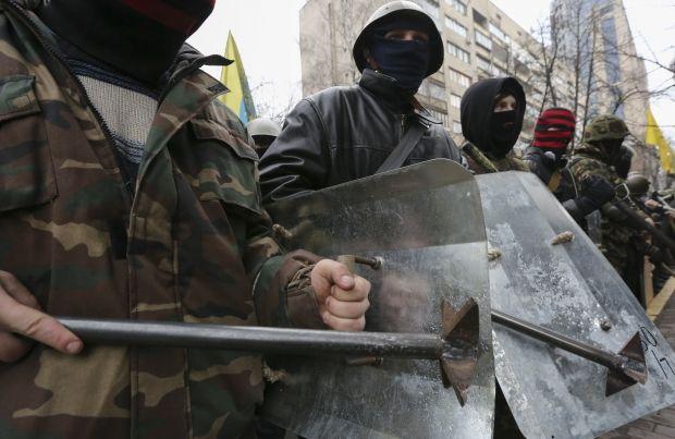 На Майдане продолжает оставаться самооборона / REUTERS