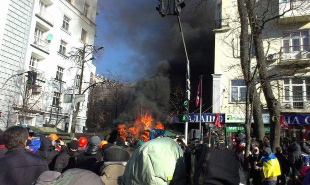 Митингующие подожгли грузовик / Фото Facebook Рудоманов