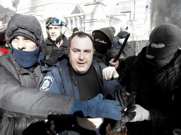 Захваченный в плен милиционер / Фото: Taras Shamayda
