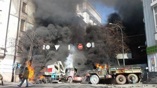 Горящие грузовики на Садовой / Наталья Тарасовская
