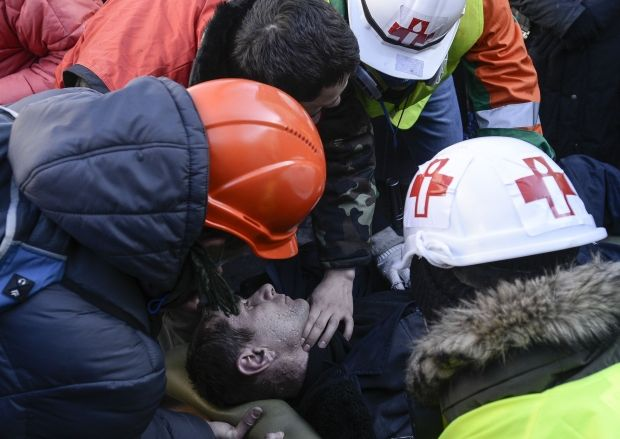 Snipers shoot at medics that carry out wounded people from Maidan – Svoboda / REUTERS