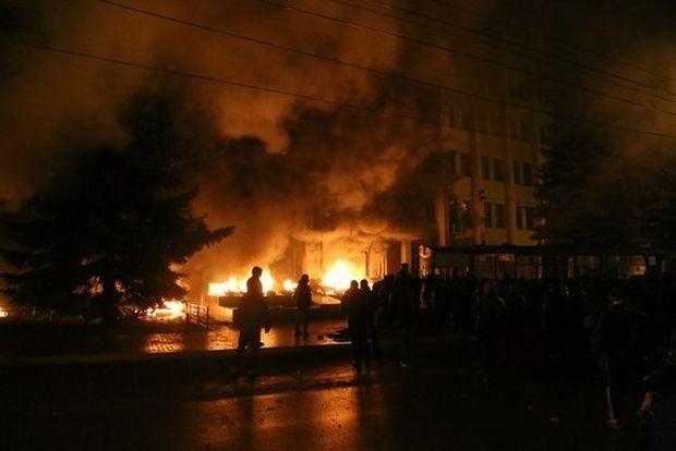 Зараз біля будівлі СБУ горять скати / vsim.ua
