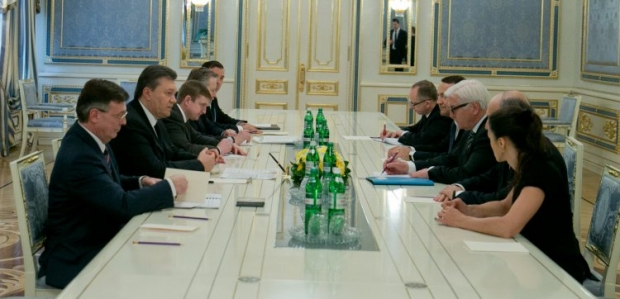 Yanukovych and opposition leaders sign Agreement of settlement of crisis in Ukraine