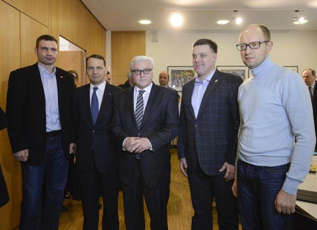 Прес-секретар Радослава Сікорского: Рада «Майдану» підтримала порозуміння трьох лідерів опозиції з Януковичем / Reuters
