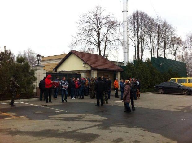 До «Межигір'я» масово прибувають активісти Майдану / ЄвроМайдан / Facebook