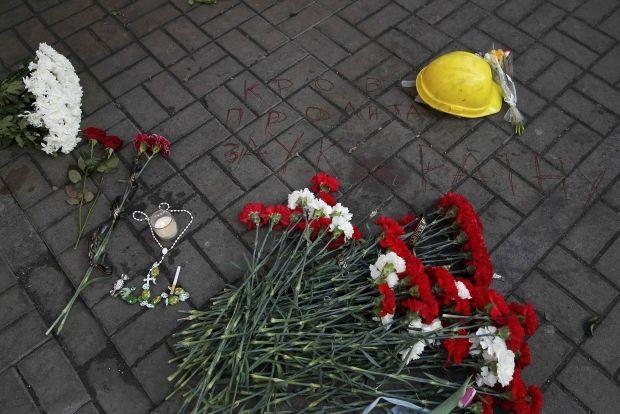 На Майдан зносяти квіти в пам'ять про загиблих активістів / REUTERS