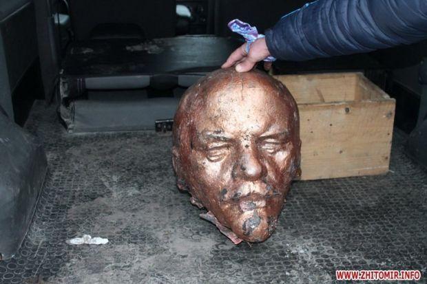 Зруйнований Ленін у