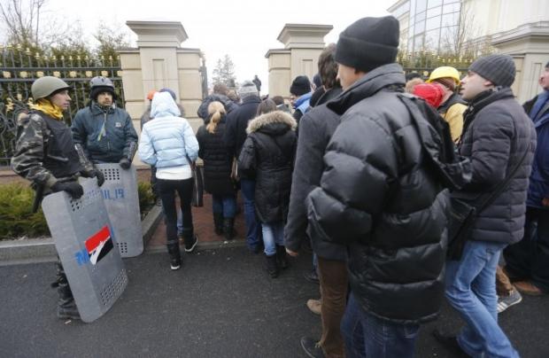 Описью брошенного Януковичем добра должна была с первого дня бегства экс-президента заниматься Генеральная прокуратура / УНИАН