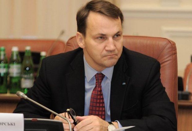 Sikorski to visit Ukraine today and to meet with Poroshenko