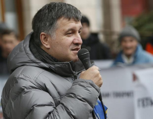 Аваков высказался против свободной продажи оружия