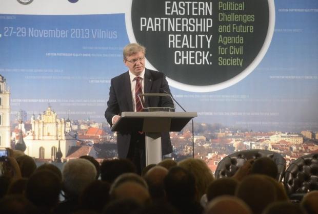 Фюле посоветовал Украине определить для себя приоритеты