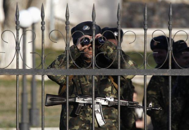Жодна військова частина Криму не здалася / REUTERS