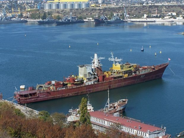 Russian military men sink ship at entrance to Donuzlav Lake, having blocked access to sea to ships of Ukrainian Navy - source