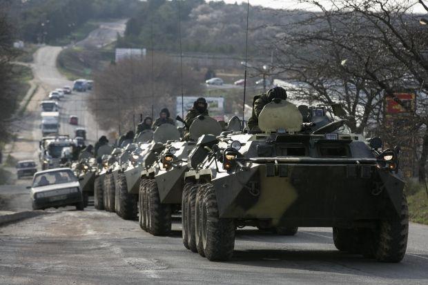 В ОБСЄ припускають, що на фото - колона БТР самооборони Криму / REUTERS