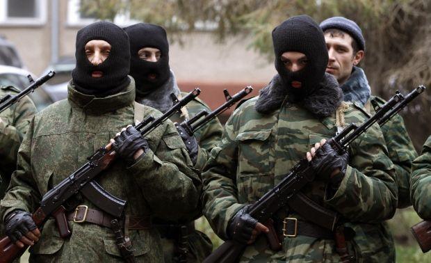 Российские военные разграбили украинскую технику перед отправкой на материк / REUTERS