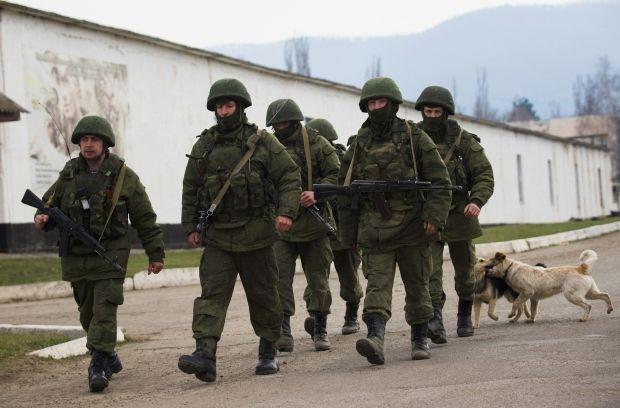 """""""Зеленые человечки"""" российской армии / REUTERS"""