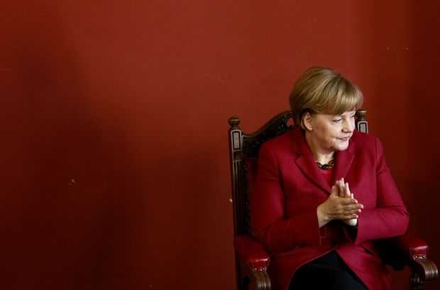 "Merkel warns Russia that territorial integrity of Ukraine ""is not discussed""/REUTERS"