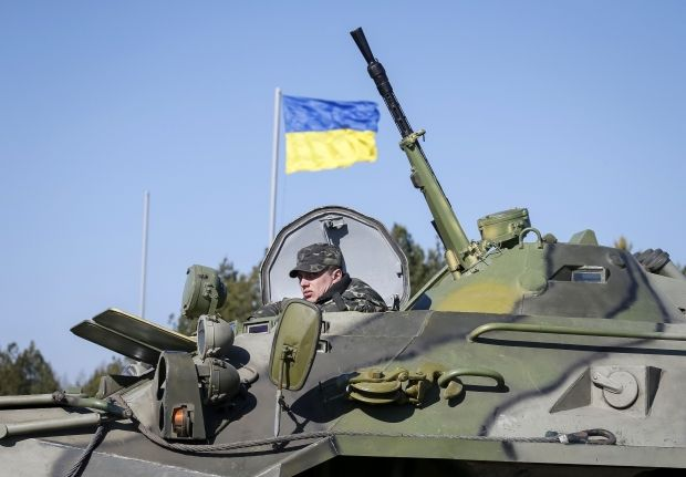 Украинцы собрали более 40 миллионов для армии / Reuters