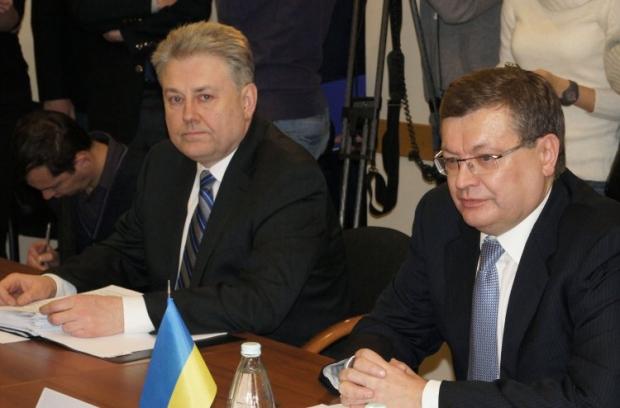Volodymyr Yelchenko (left) and ex-ambassador of Ukraine to Russia Konstyantyn Hryshchenko