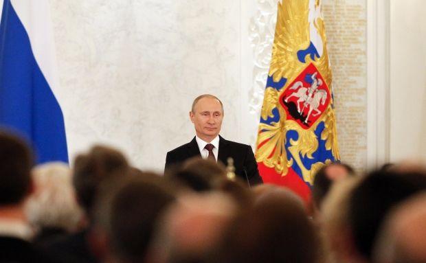 """Путин сказал, что """"надеется"""", что ему не придется вводить войска в Украину / REUTERS"""