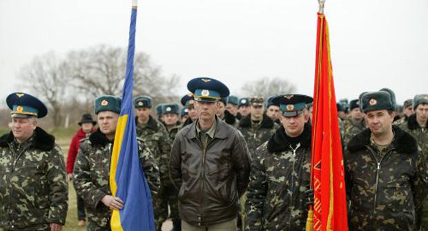 Личный состав полка тактической авиации ВС Украины на аэродроме