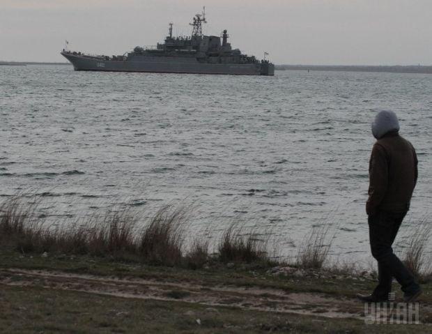 Russian military men seize two Ukrainian corvettes in Crimea