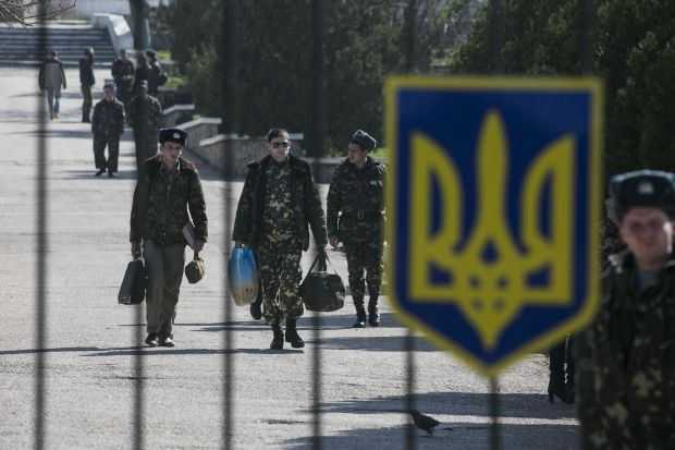 Ukrainian military men to be transferred from Crimea by railroad transport/REUTERS