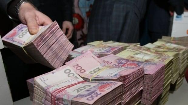 У Донецьку терористи мішками перераховують гроші в Росію