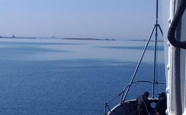 Soldiers of RF sink one more ship and totally block access at sea from Donuzlav Lake / Украинская правда