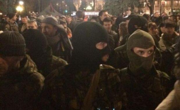 «Правый сектор» и коммунисты  устроили потасовку в центре Киева