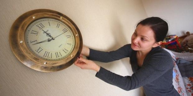 Крым в ночь на воскресенье, 30 марта, перейдет на московское время - стрелки часов переведут на два часа вперед в 02:00.