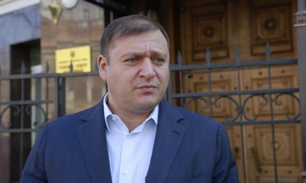 Добкин начал раздавать обещания