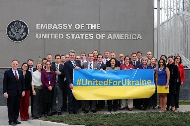 """Сотрудники посольства США поздравили Украину с Новым годом: спели """"Jingle Bells"""" на украинском языке и посмеялись над """"печеньками от Нуланд"""" - Цензор.НЕТ 1940"""
