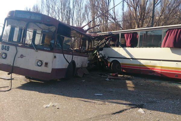 Автобус врезался в троллейбус / ГАИ Донецкой области