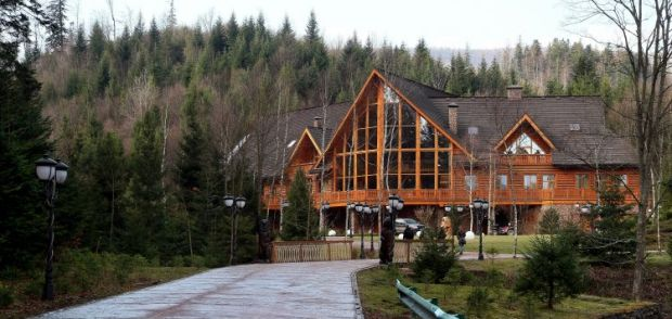 Дом на территории поместья Виктора Медведчука