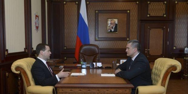 Украина резко отреагировала на визит Медведева в Крым