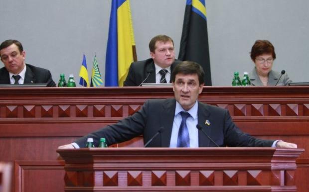 Донецк облсовет требует внести изменения в Конституцию