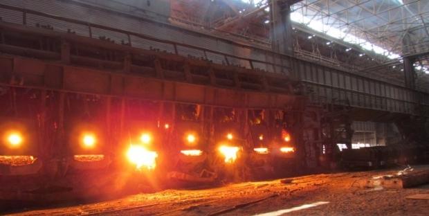 В порты Мариуполя доставляют сырье для предприятий / Фото УНИАН