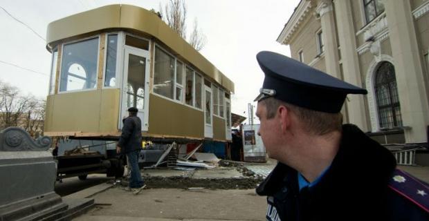 КГГА обязали убрать киоски в центре столицы / фото УНИАН