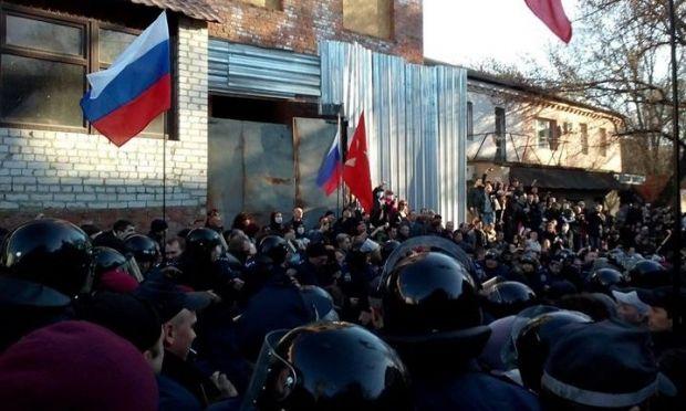 В Харькове сепаратисты не выпускают евромайдановцев / Facebook/Владимир Чистилин