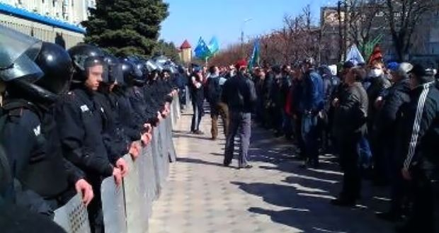 Милицию в Луганске привели в состояние боевой готовности / v-variant.lg.ua