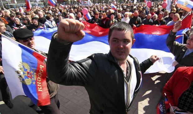 Сенченко заявляє, що однією з цілей проросійських акцій в Луганську, Донецьку та Харкові є прагнення «місцевої знаті» уникнути люстрації / REUTERS
