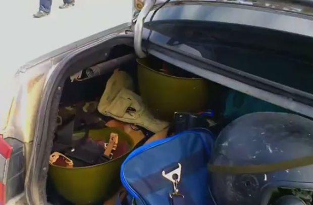 В Луганске задержали автомобиль, перевозивший арсенал снаряжения