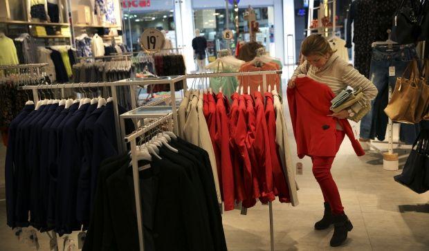 7cdc2a10a332 Крупнейшие продавцы одежды и обуви приостановили поставки в Россию ...