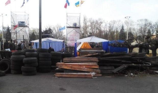 В Одесі сепаратисти зводять барикади / @odessanews888