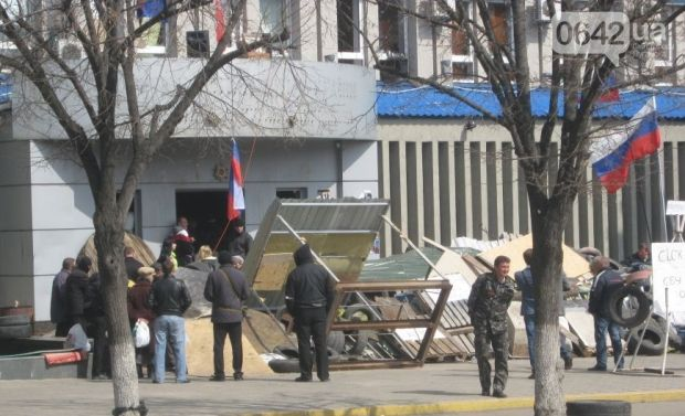 На Луганщине жители предлагают помощь милиции в защите от захватчиков зданий / 0642.ua